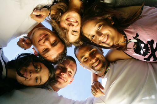 grupo de amigos reunidos